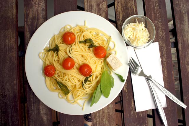 Spaghetti mit Salbeibutter und Schmortomaten - Kochabo