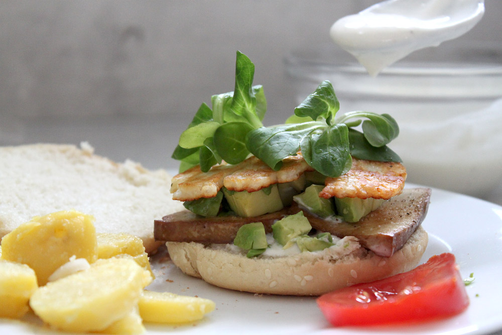 Avocado-Halloumi Burger | orangenmond.at