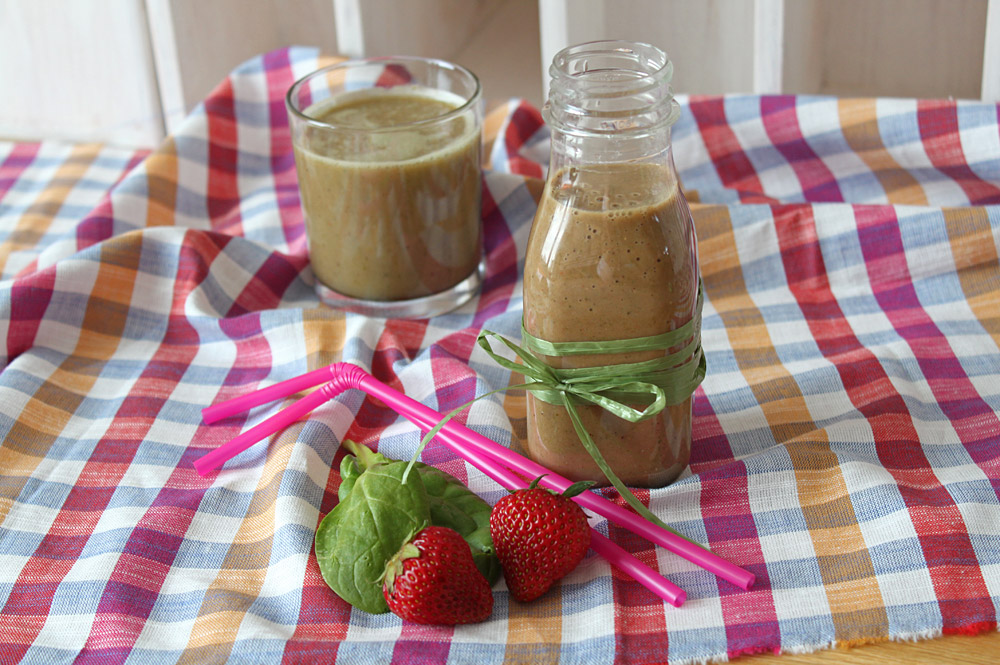greenish-strawberry-smoothie5