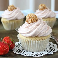 Giotto Cupcakes mit Erdbeertopping | orangenmond.at