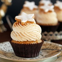 24 Days of Cookies - Day 17: Zimtstern Cupcakes