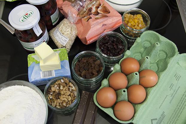 How To: Lebkuchen Kuchen - Step 1
