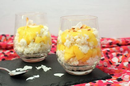 Kokosmilchreis mit Mangopüree im Glas / Coconut Rice Pudding with Mango | orangenmond.at