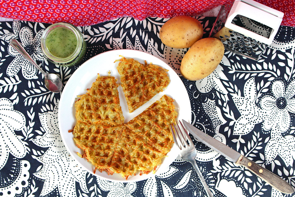 Waffeleisen Hash Browns mit Kräutersoße / Heart Shaped Hash Browns | orangenmond.at