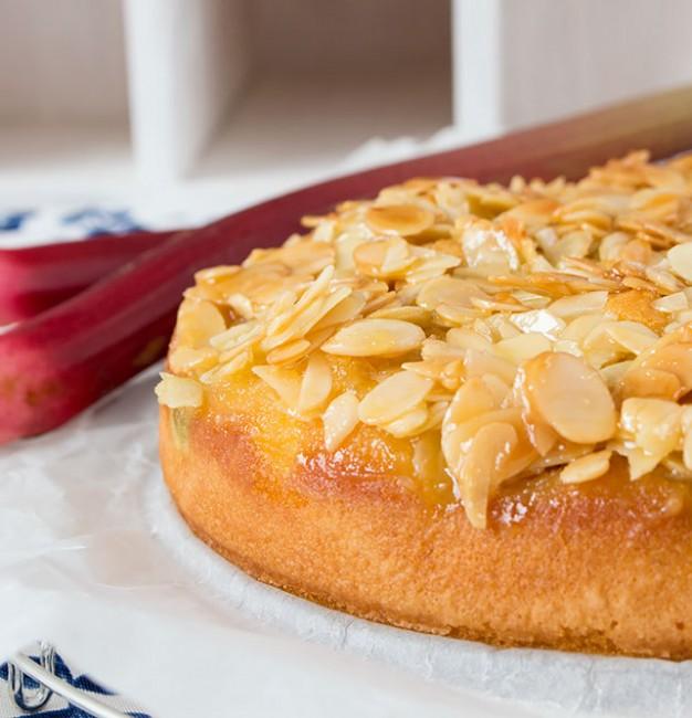 Rhabarber-Apfel-Kuchen mit Mandelstich