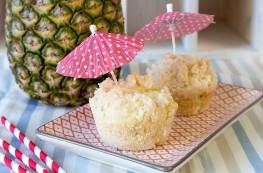 Pina Colada Muffins - weil man Cocktails ruhig auch mal anders genießen kann! Das perfekte Rezept für einen Mädelsabend im Sommer! | orangenmond.at