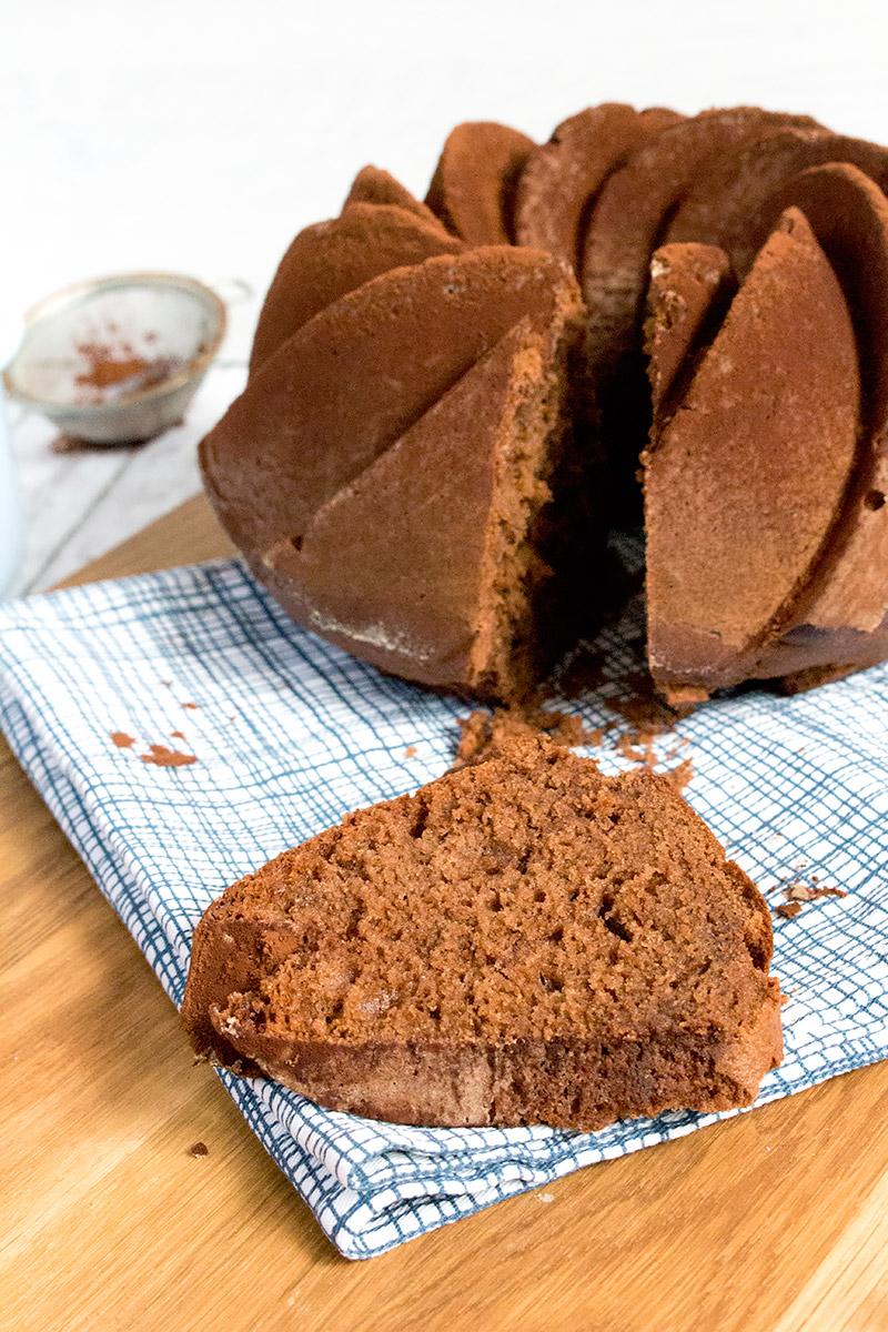 Samtiger Schokolade Buttermilch Gugelhupf