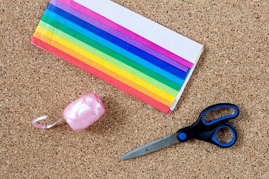 DiY Regenbogen Pompom aus Seidenpapier Bastelanleitung - Schritt 1