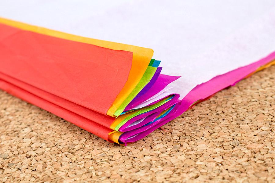 DiY Regenbogen Pompom aus Seidenpapier Bastelanleitung - Schritt 3