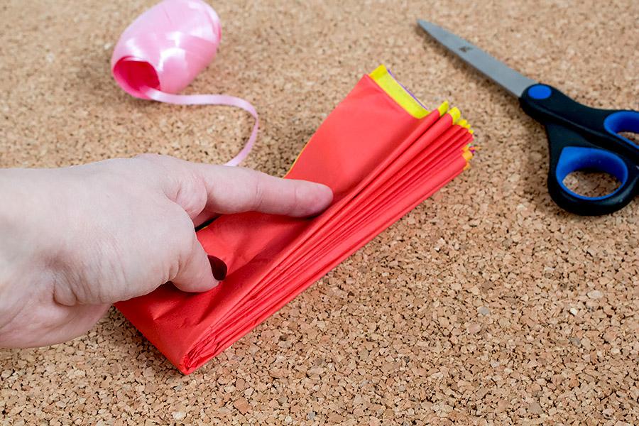 DiY Regenbogen Pompom aus Seidenpapier Bastelanleitung - Schritt 5