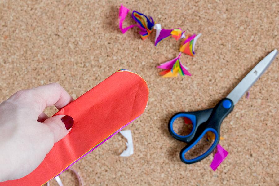 DiY Regenbogen Pompom aus Seidenpapier Bastelanleitung - Schritt 8